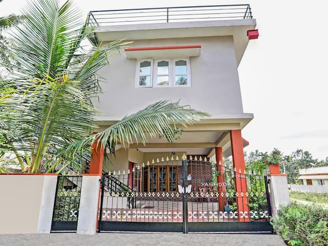 OYO - Cosy 1BR Abode in Coorg + King Sized Bed