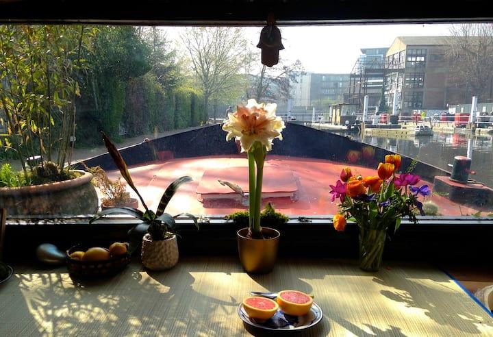 Beautiful restored 1908 Dutch barge