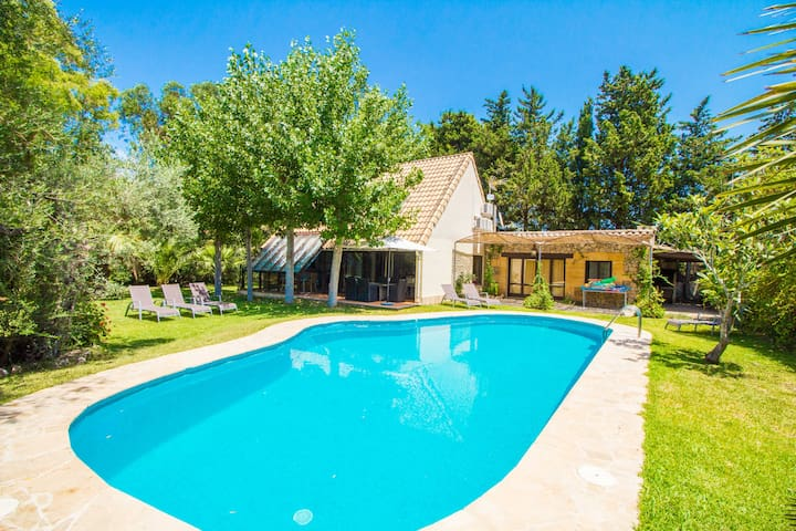 Fantastic villa very well located with wifi & A/C