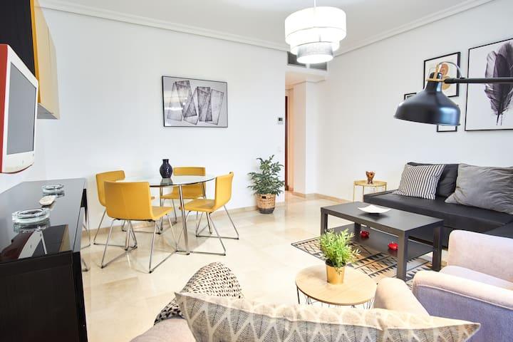 Apartamento en el corazón de Triana,garaje y patio