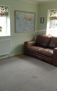 Welcoming double room in family home close to 1(M) - Stotfold - Hus