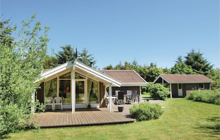 Holiday cottage with 3 bedrooms on 68m² in Løkken