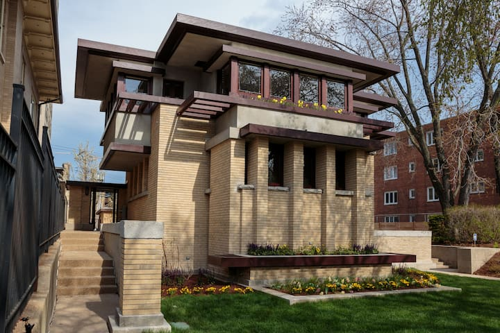 Chicago home designed by Frank Lloyd Wright