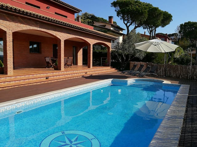 Beautiful house with pool - Tordera - Semesterboende