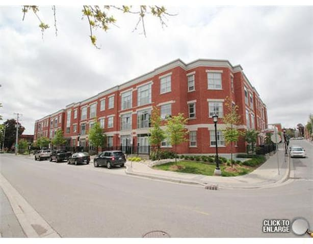 Furnished Condo Downtown - Kitchener - Appartement en résidence