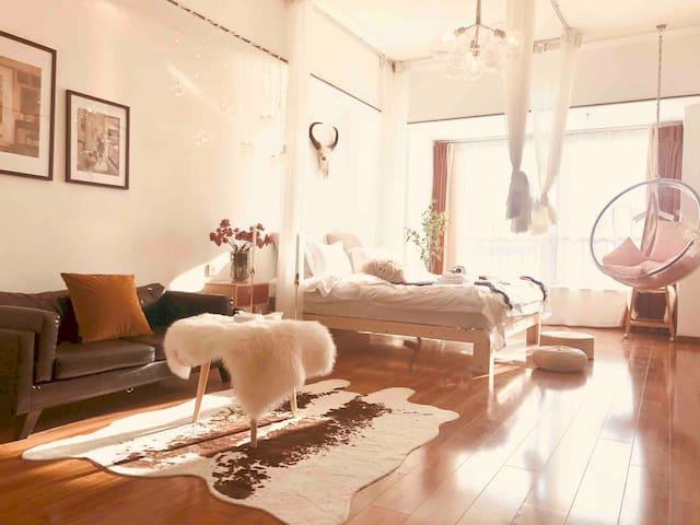 万达广场/波西米亚巨屏投影全景落地大床房
