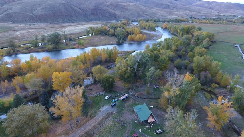 Creekside Cabin near Salmon Idaho - Carmen - Stuga