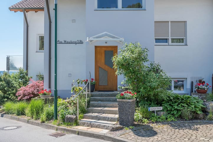 Holiday apartment Hauberg in a quiet southern location near the forest with lake view at the edge of Sipplingen