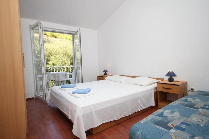 One bedroom apartment near beach Pasadur (Lastovo) (A-8337-g)