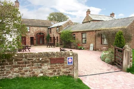 CHURCH COURT COTTAGES - A COSY COUNTRYSIDE RETREAT - Gamblesby