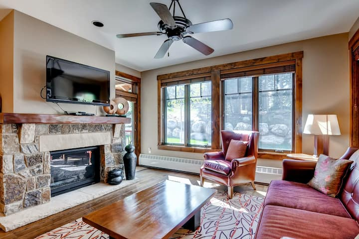 Stellar downtown location close to slopes with shared pool, hot tub, and gym!