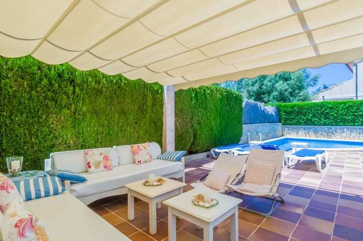 SES ÀNCORES - House with private pool and 300 metres from the beach Free WiFi