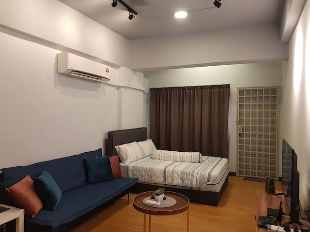 NEWLY RENOVATED studio @CITY CENTRE 新装修单独客房位亚庇市区中心