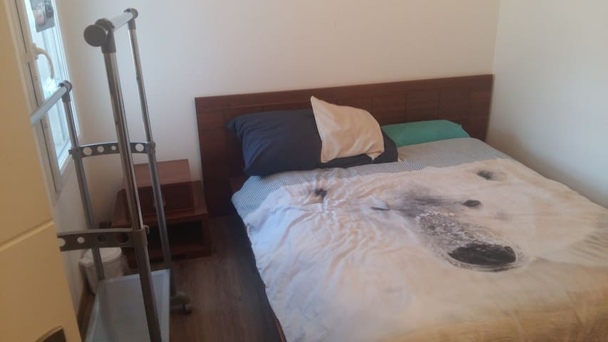 Beautiful furnished Room-Chambre privée
