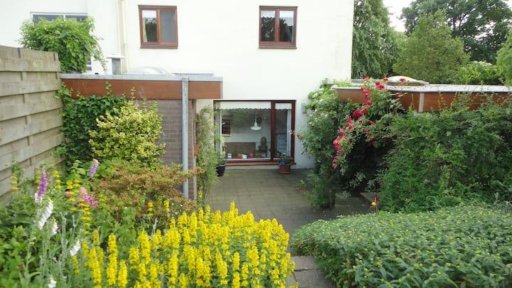 vakantie appartement met ruime tuin