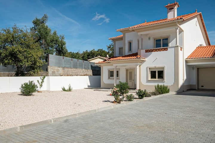 Wonderful Villa in Ferreira do Zezere with private Pool & jacuzzi!