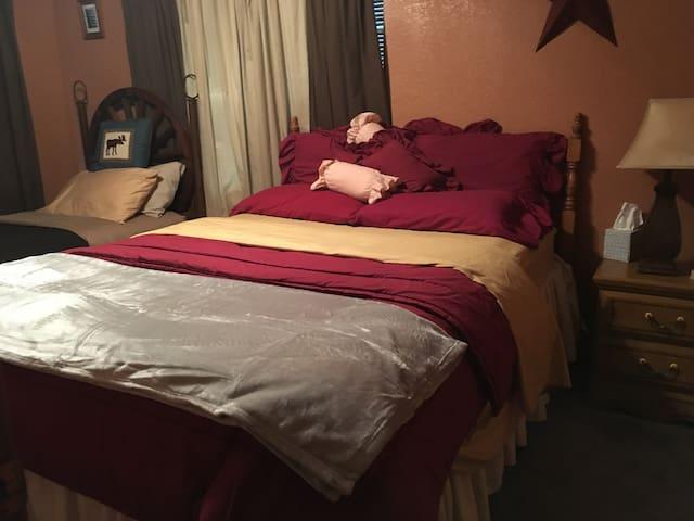 second bedroom Queen & twin beds