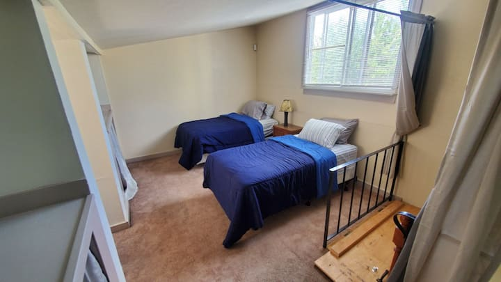 Private City Getaway   5Min to DT   Two Single Bed