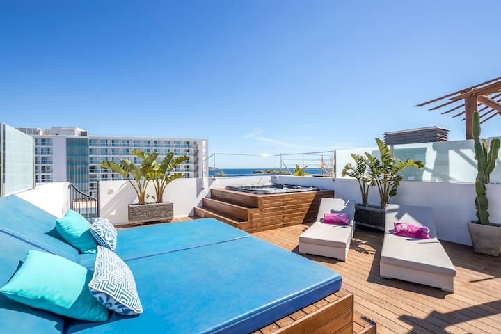 Lux Penthouse @ Ibiza Royal Beach + Roof Jacuzzi