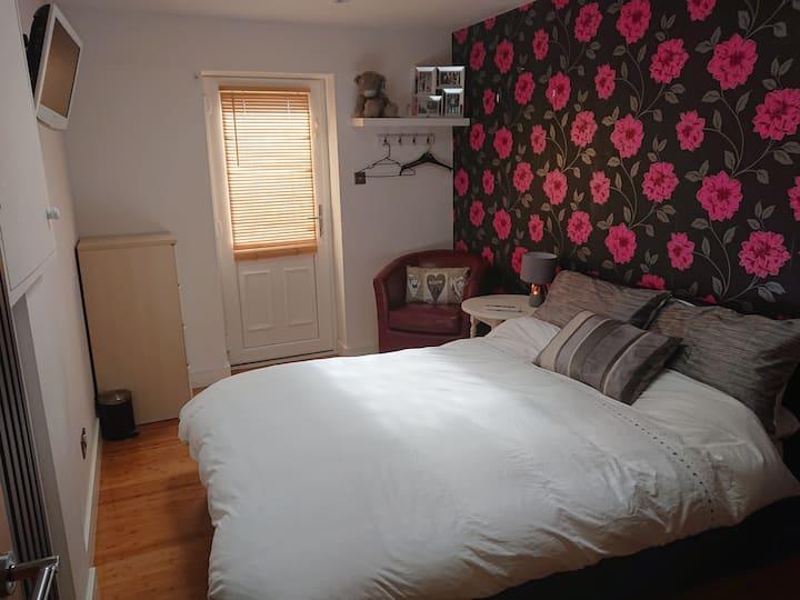 Convenient, comfortable private en-suite room