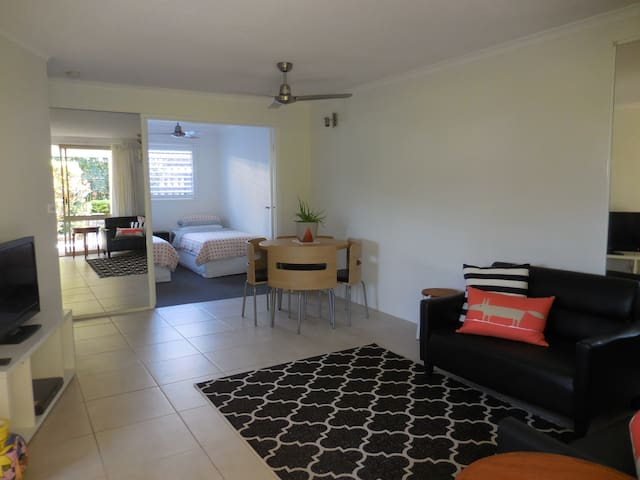 Stylish unit, ideal river location - Noosaville - Lägenhet