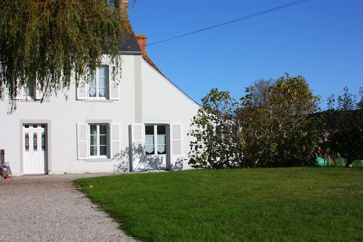Demie-maison de village en bord de mer - Quinéville - บ้าน