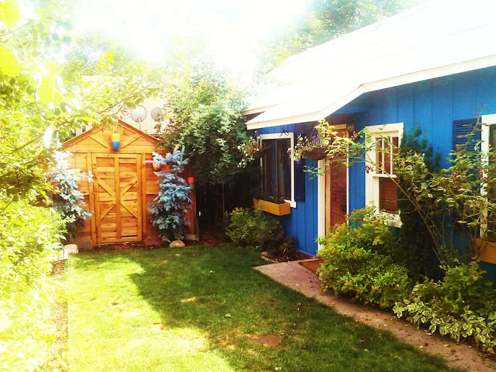 English garden cottage in downtown historic dist.