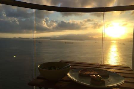 Spacious Apartment with Seaview. Bel Air, HKisland - Hongkong - Wohnung