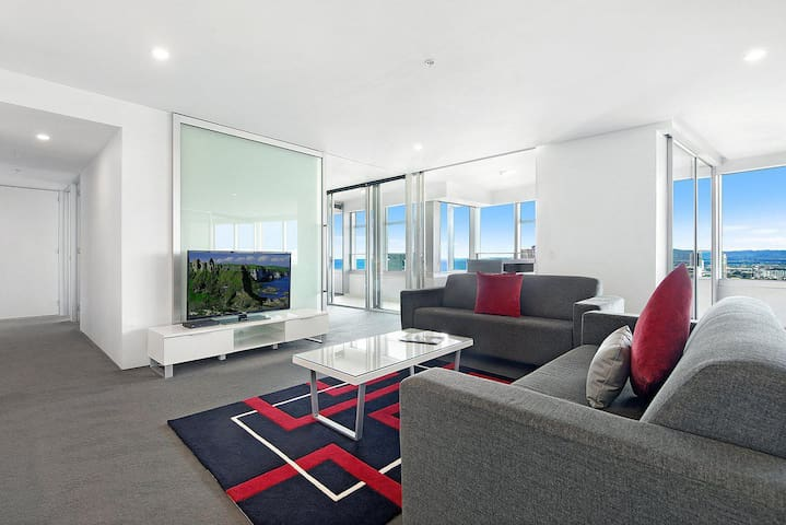 Private 3 Bed Ocean View in Q Surfers Paradise