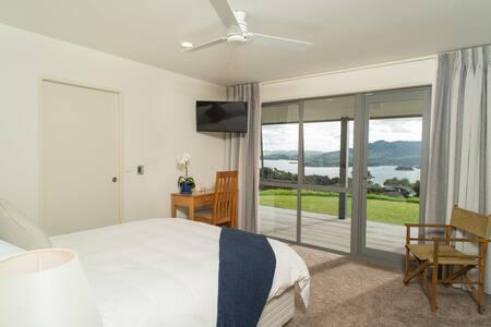 Queen, 270° seaview, 90° volcano view, outdoor spa