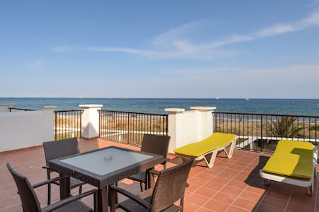 Beach front TERRACE sea view!BM JM - Platja d´en Bossa - Apartamento