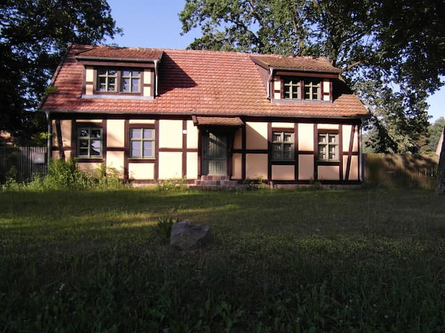 Calm and relaxing stay in old timbered house - Schorfheide - Casa