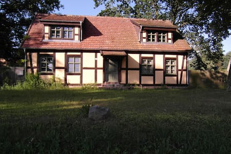 Calm and relaxing stay in old timbered house - Schorfheide - House