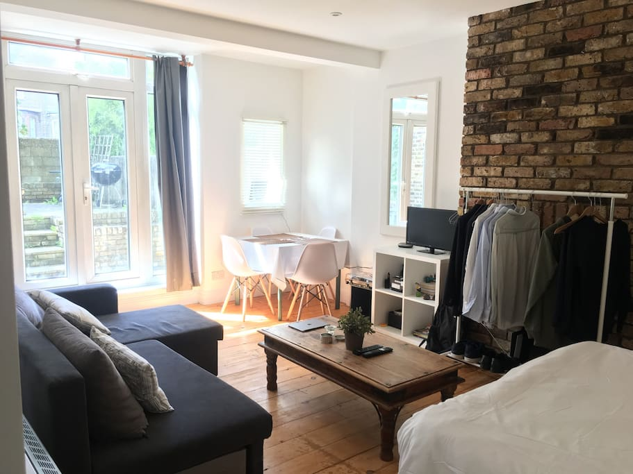Bright studio 1min from barons court underground apartamentos en alquiler en londres reino unido - Alquilar apartamento en londres ...