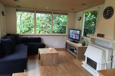 Chalet/Cottage 6pers with a lot privacy and nature - Assen - 小木屋