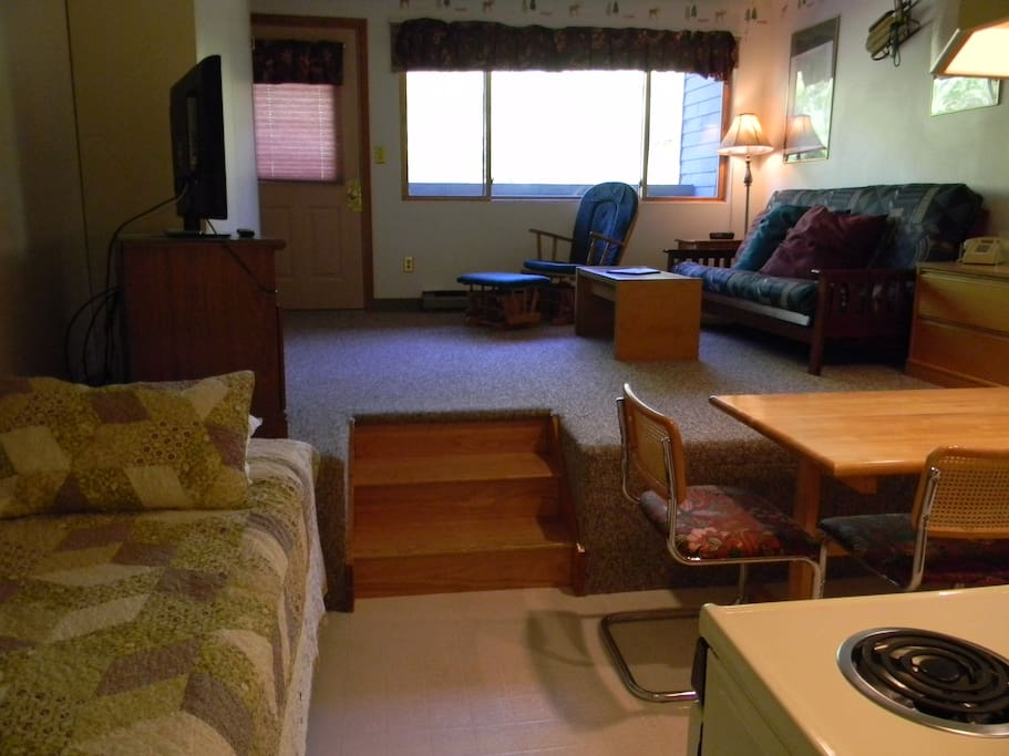 Brookisde 2B 213 has a fully equipped kitchen , coffee maker microwave pots & pans - easily ski back for lunch & snacks.