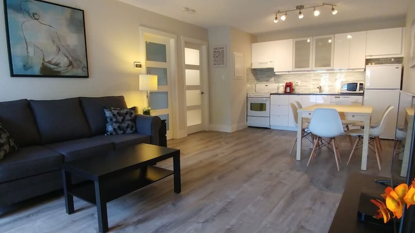 Modern Condo *Mins from Lake, Beach, Trails, Shops