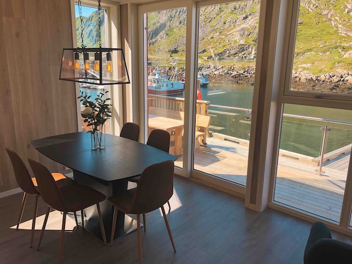 Modern fisherman cabin in Lofoten