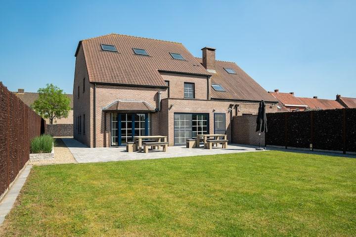 Modern villa between Gent &Brugge near Knokke