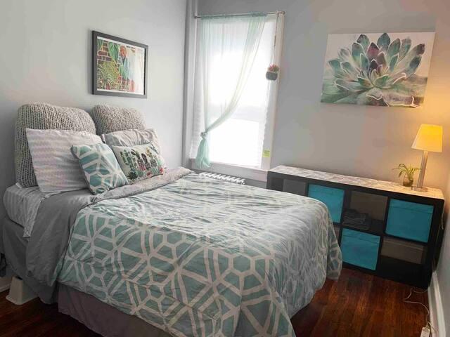 *BLUE* room close to Sinai/GBMC/Hopkins/Northwest