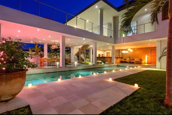 Beautiful modern villa in the heart of Seminyak