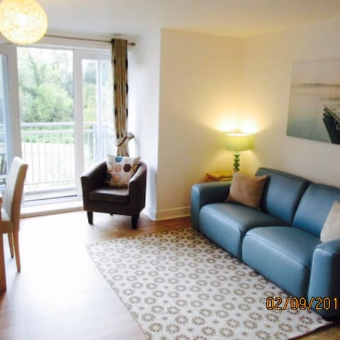 Perfectly located bright & airy 3 bed apartment