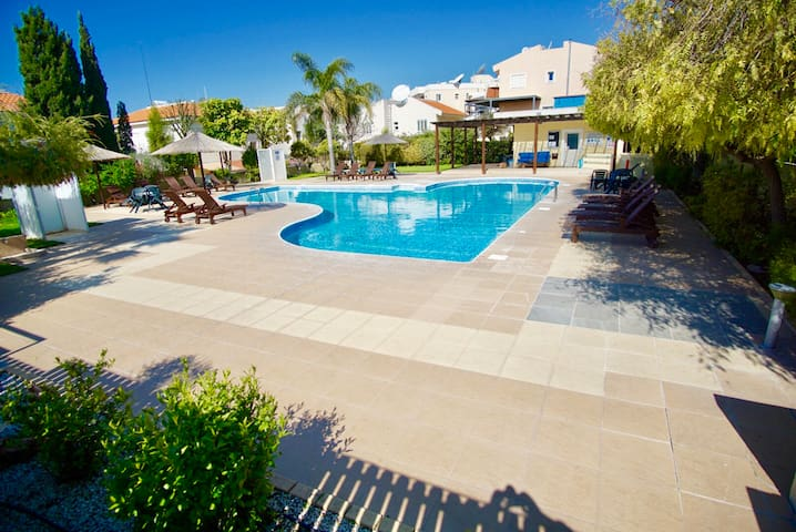 Limassol Star 200m to beach pool t/court Wi-fi