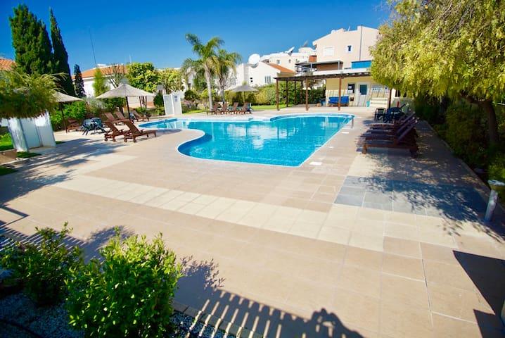 Limassol Star 200m to beach pool t/court Wi-fi
