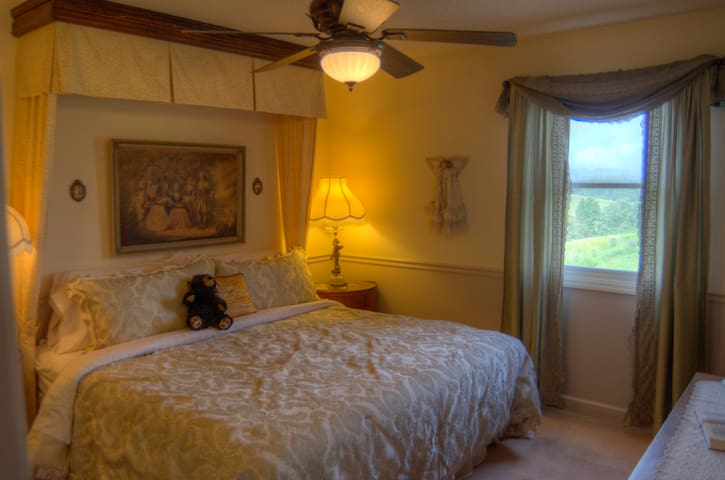 B&B Suite with sunrise views