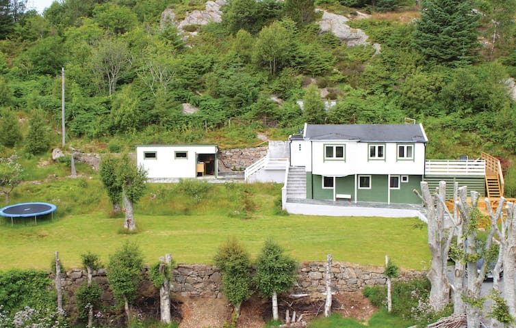 Holiday cottage with 3 bedrooms on 94 m² in Rong