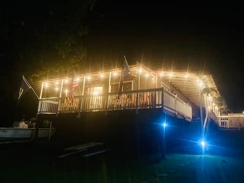 Hillside Cabin Backs Up to 55 acre National Forest