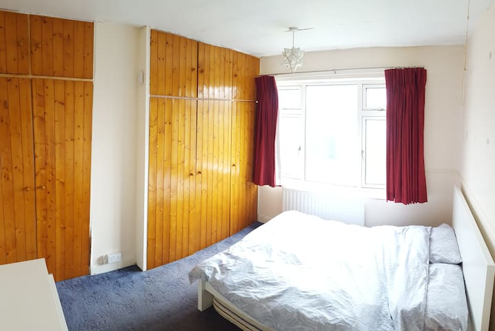 Double Room, South Bristol near airport bus stop - Bristol - Casa