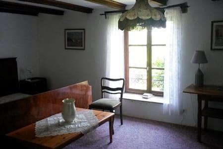 Doppelzimmer Natursteinhaus - Pressigny - Haus