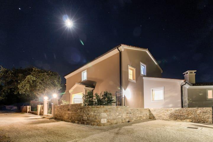 Villa Cynara ( 8+2 )